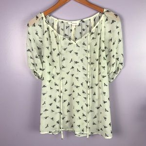 Two by Vince Camuto Sz Small Bee Print Layered Top